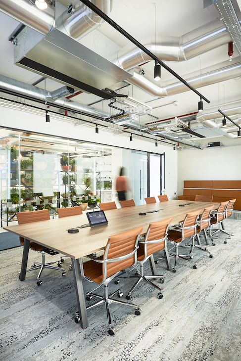 Across the floor plate, the design of the space aims at fully embracing the company culture of openness. Image courtesy of AIS.